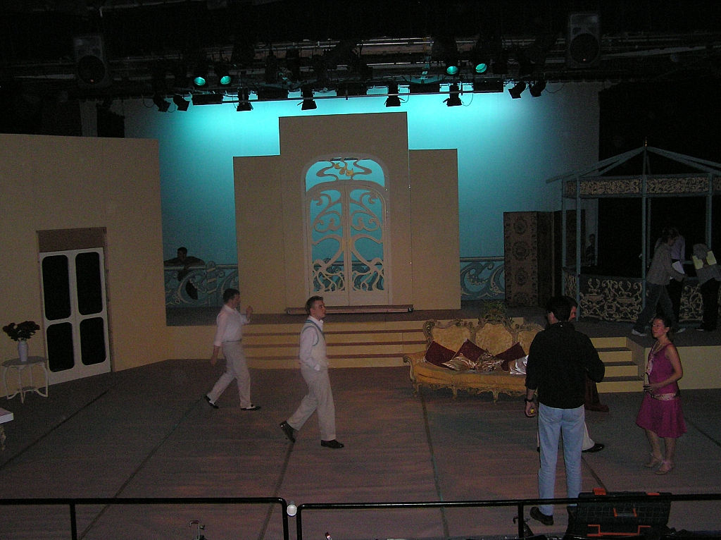 The set - Centre stage